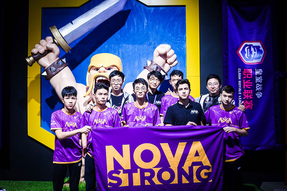 Nova-with-Barbarian-statue---no-hammer-trophy-and-missing-player-Aaron.jpg